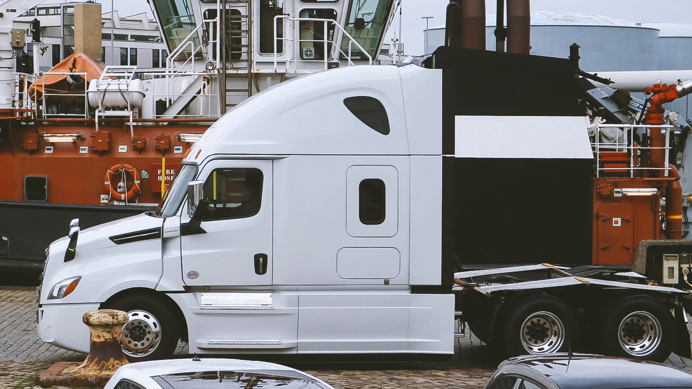 Verschiffung geglückt: Ankunft unseres Trucks in Bremerhaven.