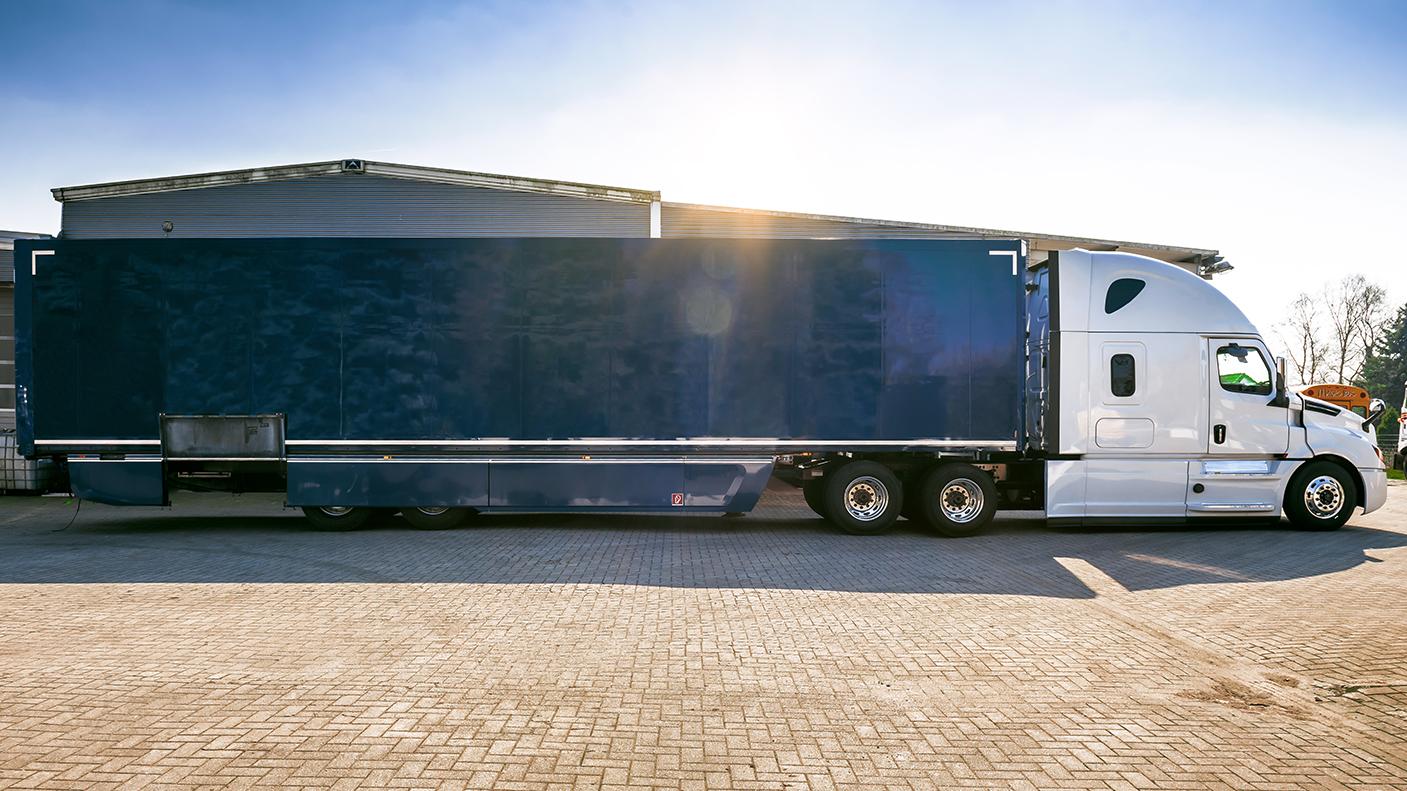 Mit dem ursprünglichen Auflieger überschreitet der Truck die in Europa erlaubte Gesamtlänge von 16,5 Metern.